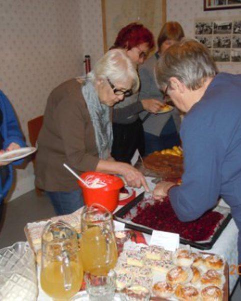 Margareta G, Ulla G, Gerd L, Karin L & Asta J har mycket att välja bland