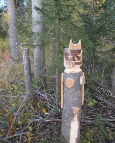 Tomtar och troll?Skogsrået övervakar skulpturparken