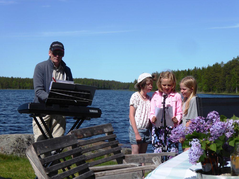 Vårgudstjänst Mikael L, sångdraget med Lovis V, Lova V & Lily J