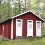 Uthus byklart – Det nymålade uthuset/visningsboa med hängrännor